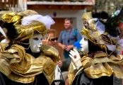 <h5>Carnaval : Masque Or - Tarascon sur Ariège (09)</h5><p>32,8 cm x 48,5 cm</p>